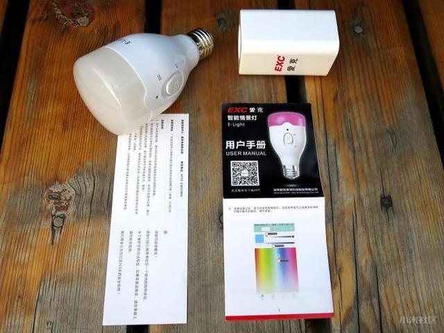 爱克E-light智能灯/小米yeelight床头灯对比评测
