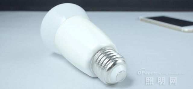 倍靓wifi灯泡/小米Yeelight白光版/LifeSmart蓝牙灯泡对比