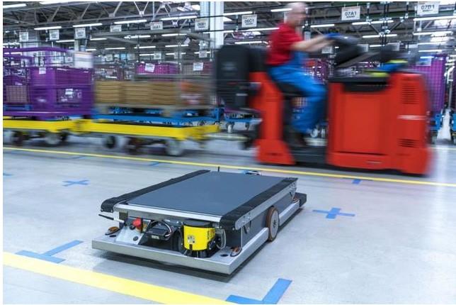 宝马工厂研发智能物流机器人