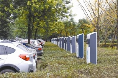 """新能源车主的充电桩""""尴尬"""":看得见 用不着"""
