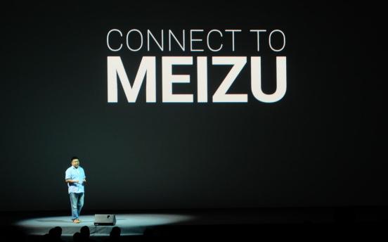 而二者的交叉点,正是智能家居生态。手机厂商对于智能家居的布局,目前国内主要有两种模式。一种是小米的帝国模式,砸钱收购生态链的厂家,对其控制力更强,当然付出的成本也更高,而魅族的Connect to Meizu另辟蹊径搞了共和模式,即以LifeKit作为开放的智能硬件平台,配合Flyme软件系统,接入行业内优秀厂商的硬件资源,并打通线上试用和销售等环节,形成各方共赢的局面。既然是开放模式,也需要更多重量级的合作伙伴,魅族与海尔U+、阿里智能等平台合作之后,再牵手同城的家电巨头格力,也是合情合理。
