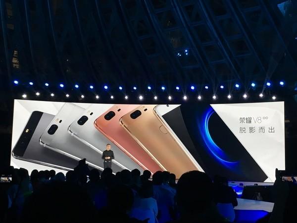 荣耀新品发布会看到汇总 手机、手环、VR设备、耳机全在这了