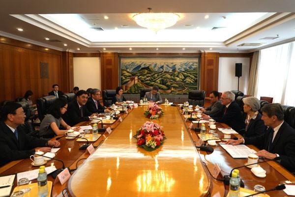 努尔·白克力会见法国电力集团总裁