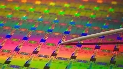 晶圆是生产集成电路所用的载体,一般意义晶圆多指单晶硅圆片.