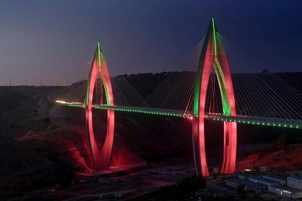 非洲最大斜拉桥采用飞利浦动态LED照明