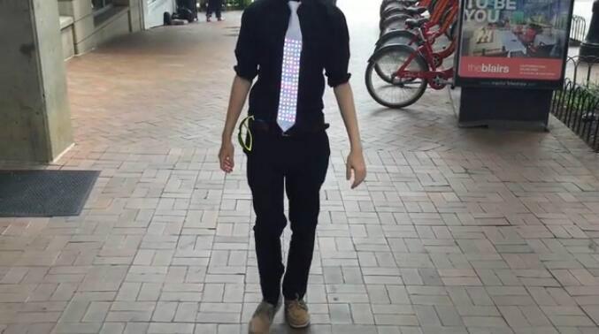 如此炫酷的LED领带见过么?