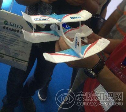 手机遥控的泡沫材质玩具飞机,叫价200rmb