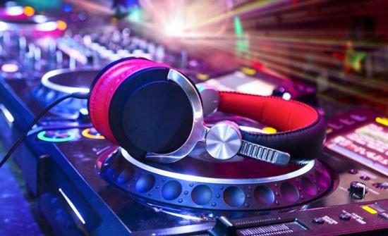 科普:HiFi耳机与监听耳机有什么区别?