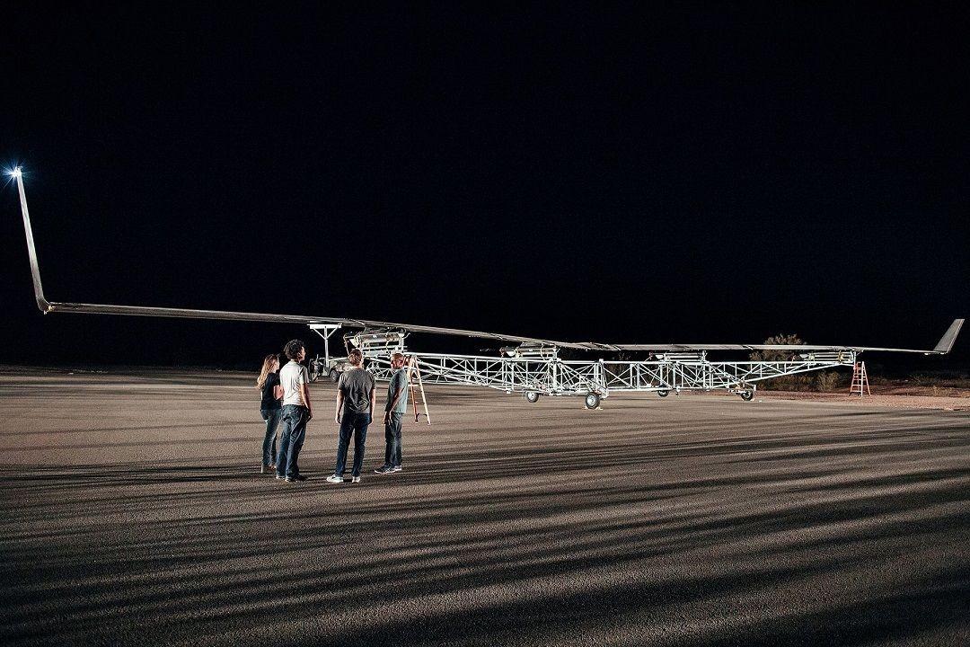 扎克伯格为何要选激光和无人机?