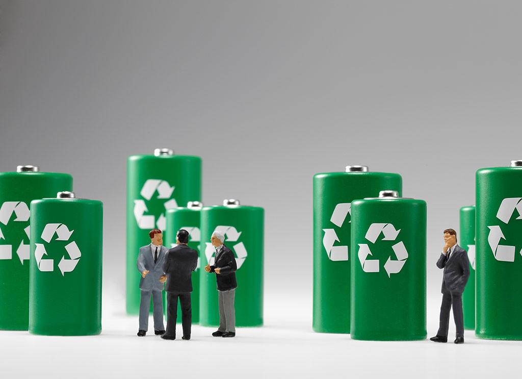 """新能源汽车""""近忧""""已现 废旧电池如何回收利用?"""