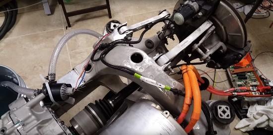 美国发烧友欲用特斯拉部件自制1000马力电动车