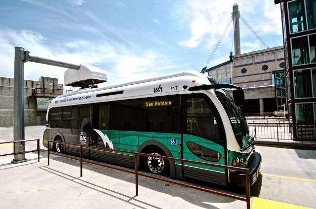 新技术让电动巴士10分钟充满电 比特斯拉快四倍