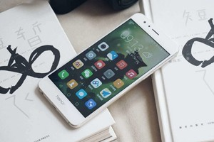 荣耀 8 手机评测:熟悉的麒麟950 却在玻璃上动心思!