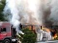 【聚焦】装35吨危化品货车高速路上自燃 环境污染及事故调查中