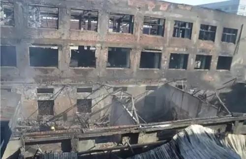 江苏镇江一灯具厂突发大火 受灾面积2000平米