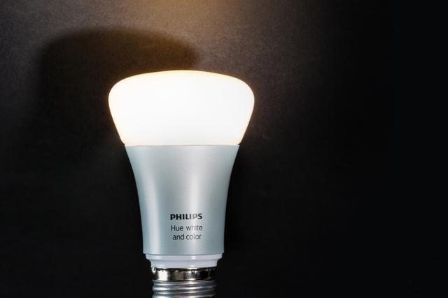 飞利浦Hue、三星SmartThings 谁是你心中最好的智能灯泡?