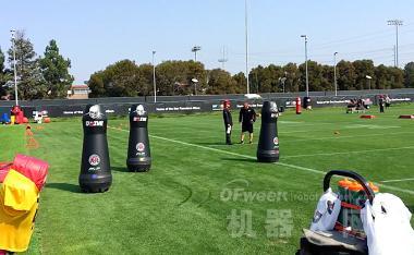橄榄球训练机器人