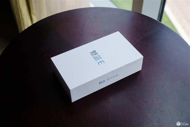 魅蓝E开箱上手体验:1299元! 超越Note 3