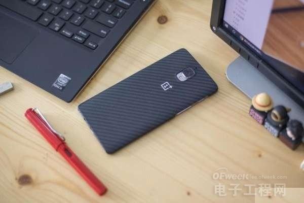 一加手机3 PK 小米5:骁龙820巅峰对决  买谁不吃亏?