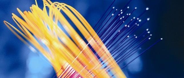 """光通信""""超高速""""发展:光纤技术有多重要?"""