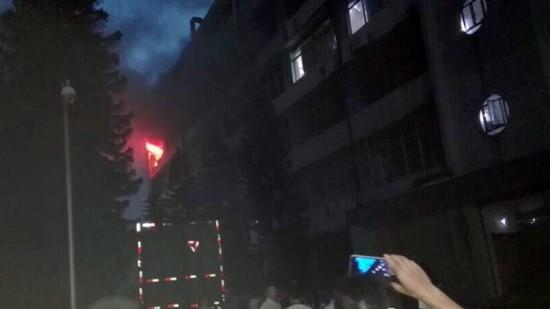 宝安西乡一电源厂发生火灾 燃烧物为移动电源