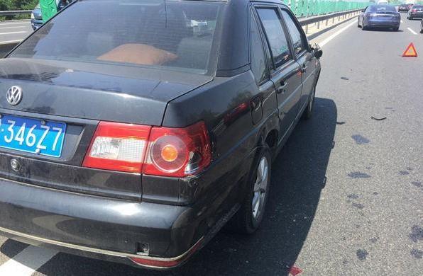 国内发生第一起特斯拉自动驾驶事故?!