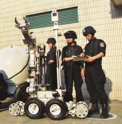 消防机器人投入救灾、排爆 守卫城市安全