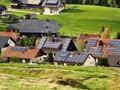 清洁能源兴起:福建农民靠屋顶太阳能光伏赚钱养家