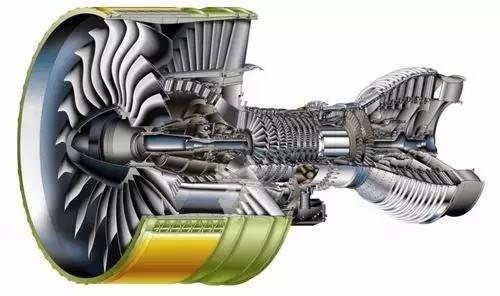 与常规的发动机和飞机在中,低高度下由可视水汽中的液态水结冰不同