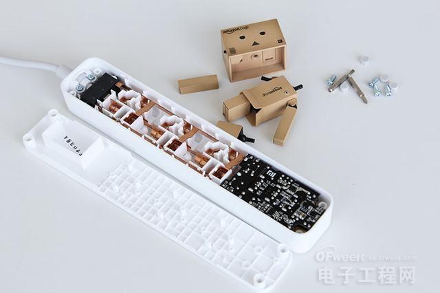 小米插线板拆解:做工实在 内外兼修
