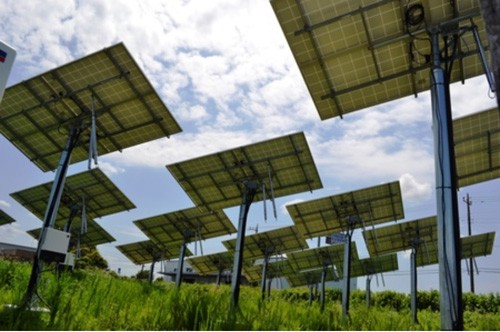 这种架台由双轴的动作,可令太阳能电池板的方向随着太阳的移动而变