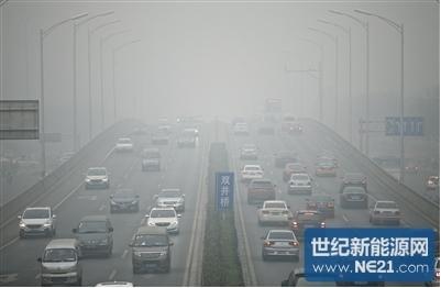 雾霾下的道路
