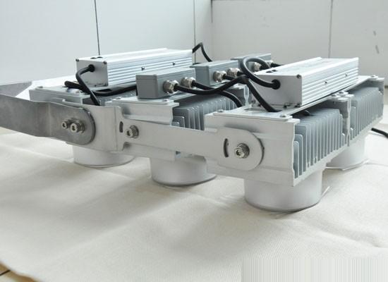 模块化多功能聚光灯性能评测