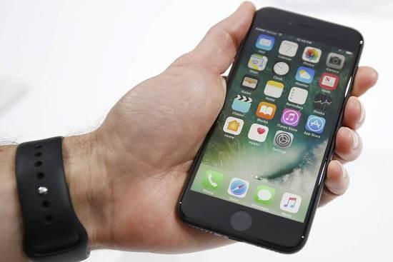 取代高通 传部分iPhone7用上了英特尔的无线芯片