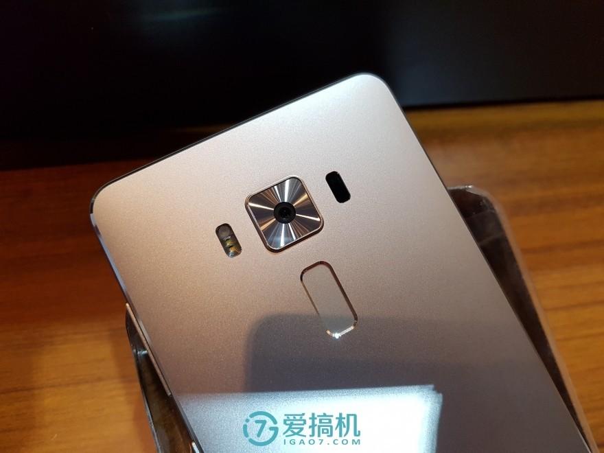 华硕ZenFone3尊爵版评测:全球首发骁龙821!揭秘性能怪兽的庐山真面目