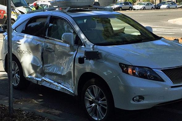 撞上公交车后 谷歌无人驾驶汽车再出事故