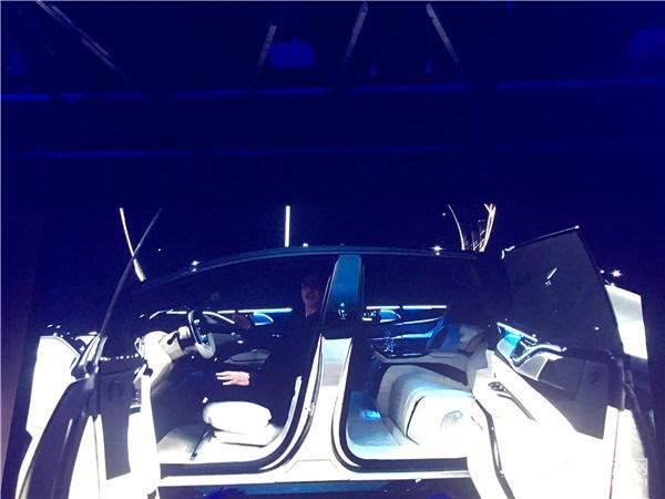 续航超700公里,加速2.39秒,法拉第量产车FF 91全球首发