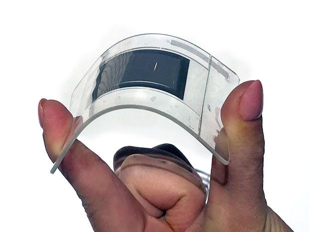 松下展出柔性电池,厚度仅有 0.45 毫米|CES 2017