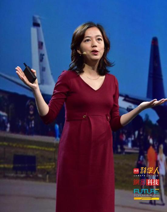 李飞飞:人工智能还有很多问题 但终将成为第四次工业革命最大推力