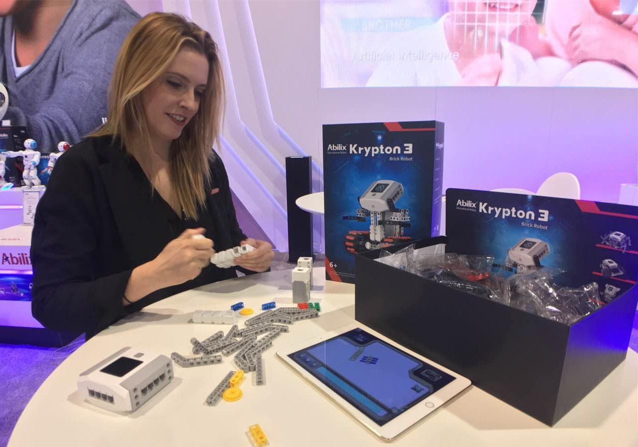 """CES 2017能力风暴""""飓风""""来袭 开创教育机器人新局面"""