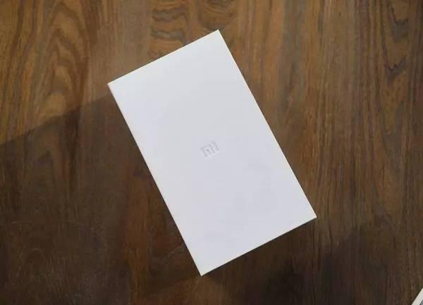 小米 MIX评测:白色版来袭!品相不一般