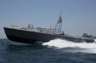 """上海大学""""精海""""系列无人艇进行复杂海域监测"""
