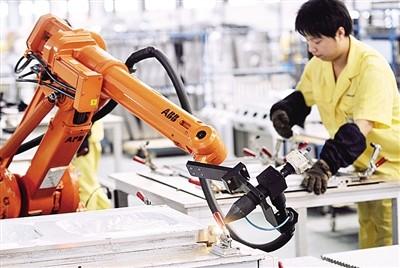 """机器人行业步入规范洗牌期 国内厂商突围""""四大家族""""垄断"""