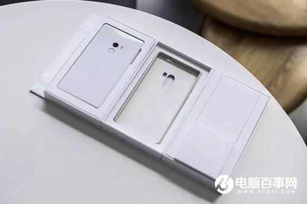 白色版本惊艳亮相CES展 小米MIX黑色与白色对比评测