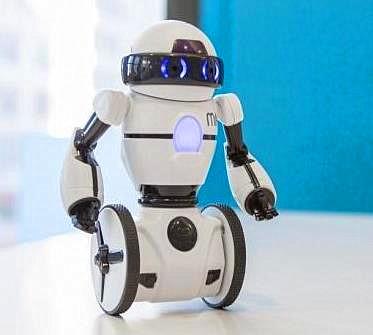 """让老人不再孤单!""""陪老""""机器人英国面市"""