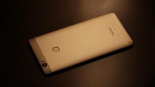 旗舰级厮杀 小米5sP/荣耀Note8/V8/锤子M1等7款手机对比评测