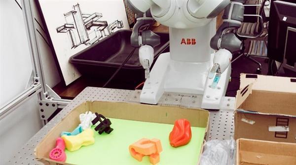 阿尔法狗已经逆天 为啥机器人地上捡东西那么难?