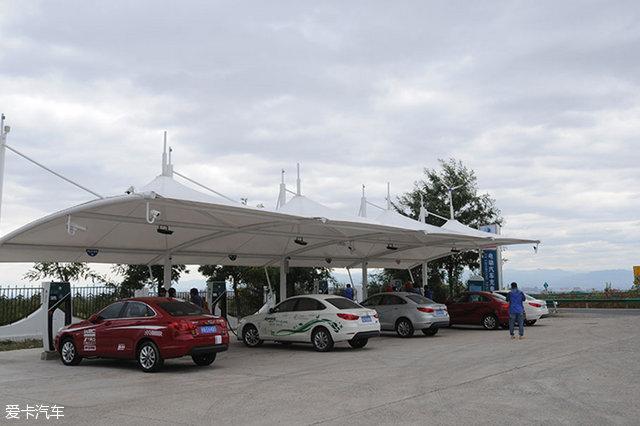 开纯电动汽车回家 这些高速公路能充电