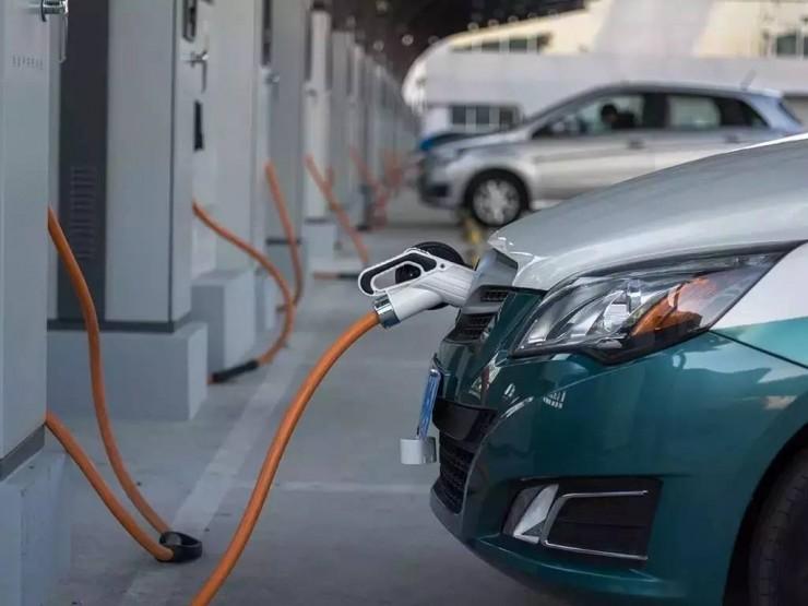 新能源政策的三岔路口:汽车巨头在本国难办的事,在中国就这么办成了?