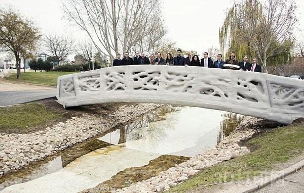 全球首座3D打印桥在西班牙马德里揭幕